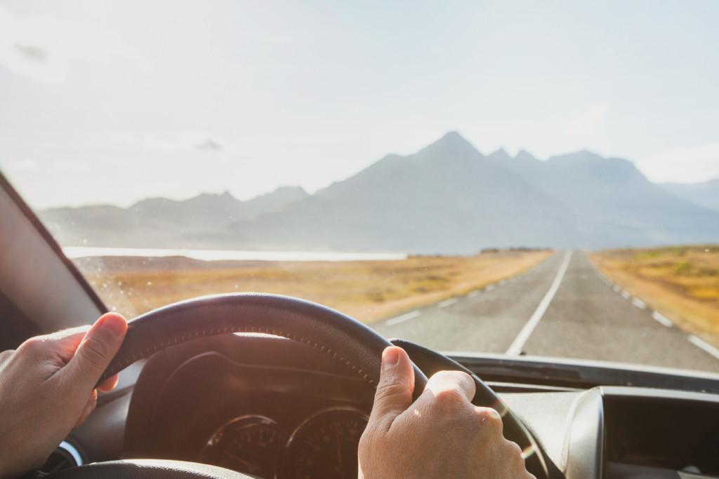 車のガラスは劣化する!劣化のサインとガラス交換のタイミング …